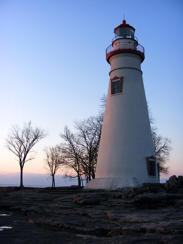 ohio lighthouse sunrise marblehead marbleheadlighthouse greatlakes day111365 2011th04 greenbeaconlight