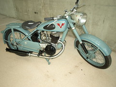 moped(0.0), cruiser(0.0), wheel(1.0), vehicle(1.0), motorcycle(1.0), chopper(1.0),