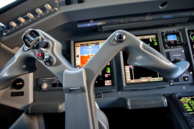 KLM Cityhopper ERJ190-1000STD PH-EZN Joystick