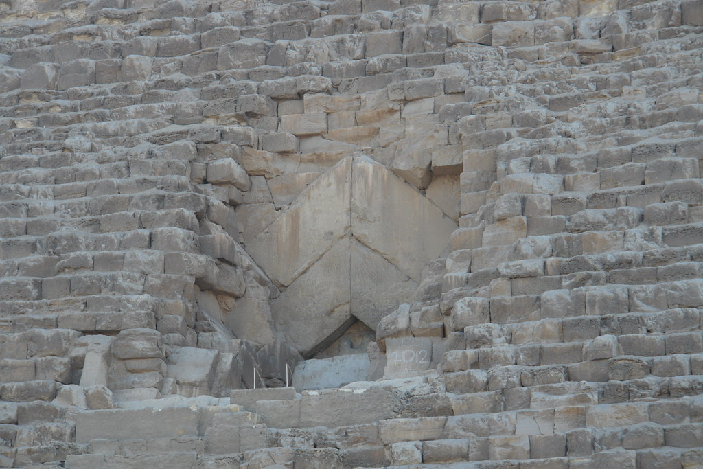 Antigua entrada y principal acceso [object object] - 5674821507 077358667f b - Keops, en el interior de la Gran Pirámide