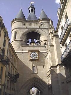 صورة Grosse Cloche. shadow tour ombre ruelle horloge ding balcon dong saintjames bordelais aquitaine sainteloi epsonphotopc600 ruesaintjames