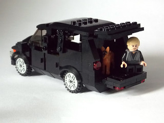LEGO Minifigure scale Car - 7-wide SUV - seats 7 minifigs 7