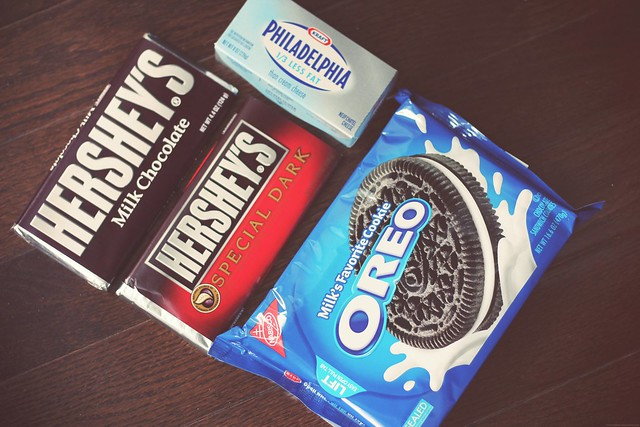 ingredients for Oreo truffles.