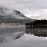 Øy og tåke i Hornindalsvatet