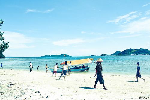 Beach-ing by lazuardiadli