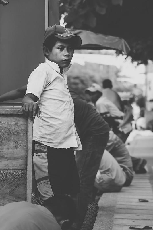 chico con cachucha