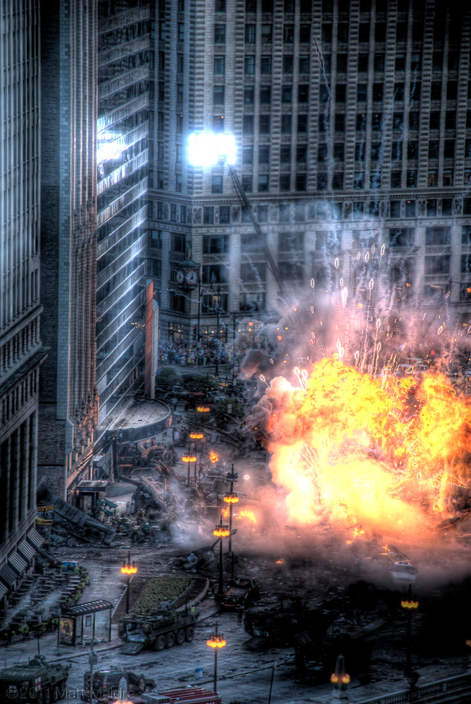 "Transformers 3 ""Dark of the Moon"" movie filming Chicago on Wacker Drive, Optimus Prime kicks butt scene"