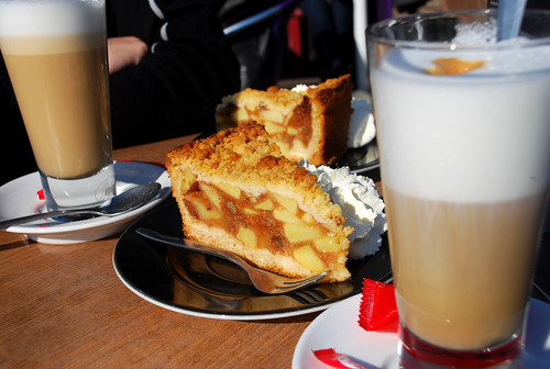 Apple cake: a true Dutch delight.