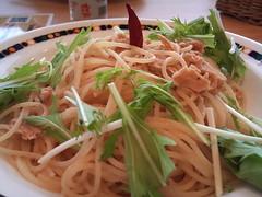 noodle soup(0.0), produce(0.0), pho(0.0), noodle(1.0), italian food(1.0), fried noodles(1.0), lo mein(1.0), spaghetti(1.0), spaghetti aglio e olio(1.0), green papaya salad(1.0), food(1.0), dish(1.0), chinese noodles(1.0), yaki udon(1.0), pad thai(1.0), cuisine(1.0), chow mein(1.0),