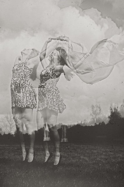 girl spring photo shoot hair wind free freedom feeling free emotions black and white Groningen  Hoornseplas meadow  jump waving