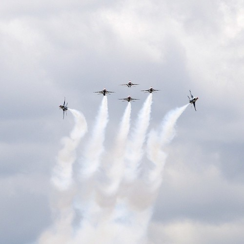 sky usa cloud clouds airplane colorado aircraft jet graduation denver aeroplane airshow f16 coloradosprings thunderbirds academy usaf flyover fightingfalcon