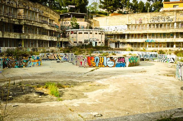Abandon pool flickr photo sharing for Piscina abandonada rubi