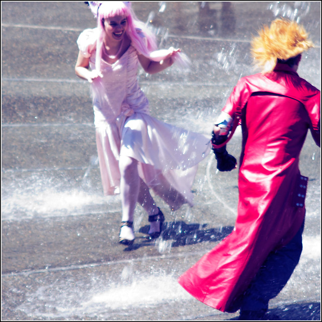 cosplayers in the fountain