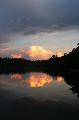 travel sunset reflection southamerica water clouds canon river landscape zonsondergang bush indian wolken jungle landschap surinam suriname indiaan reizen weerspiegeling rivier zuidamerika regenwoud oerwoud sarnami tapanahoni republicofsuriname republieksuriname sarnam apatina grandafutu