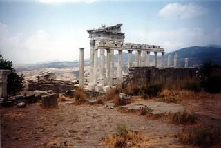 صورة  Pergamon قرب  Bergama. 2001 trip turkey geotagged temple columns acropolis pergamon bergama geo:lat=391333782903462 geo:lon=2718315316931148