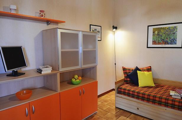 Residence orchidea pietra ligure soggiorno cucina tipo for Soggiorno in liguria