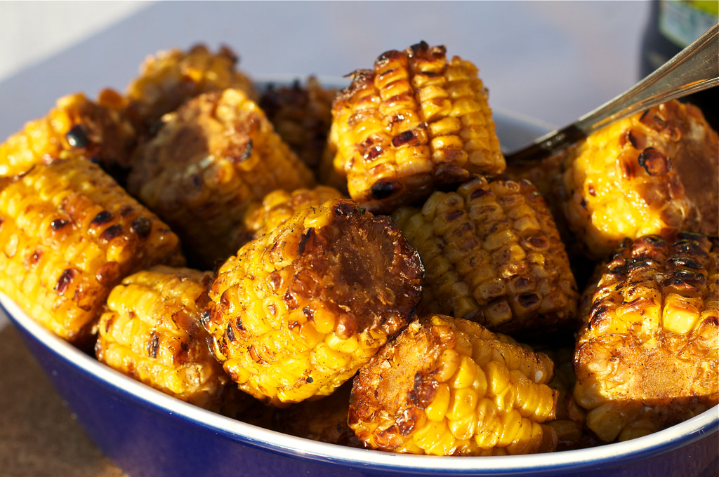 bowl of grilled corn cobs