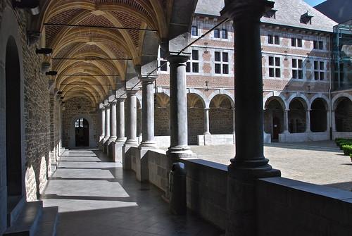 Couloir du musée de la vie Wallone (Liège)
