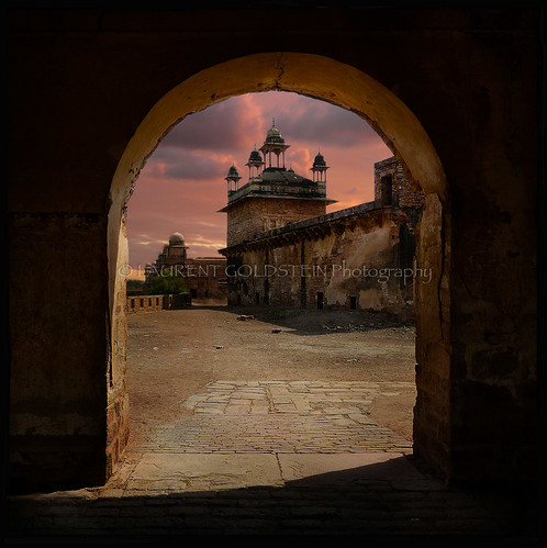 door sunset sky india heritage mystery architecture square evening colours view dream culture atmosphere palace tradition gwalior celestial mughal madhyapradesh rajput भारत indiasong