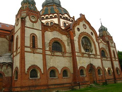 gothic architecture(0.0), baptistery(0.0), church(0.0), building(1.0), monastery(1.0), synagogue(1.0), facade(1.0), byzantine architecture(1.0), dome(1.0),