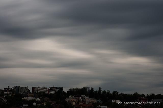 Trecerea norilor pe cer, fotografiată cu filtrul cu densitate neutră Hoya NDX400 14096768951_b44faf17f7_z