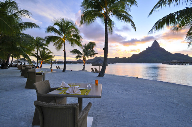 Diner on the beach InterContinental Bora Bora  Resort & Thalasso Spa