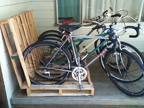 No-Cook Pallet Bike Rack by lowtechatmo