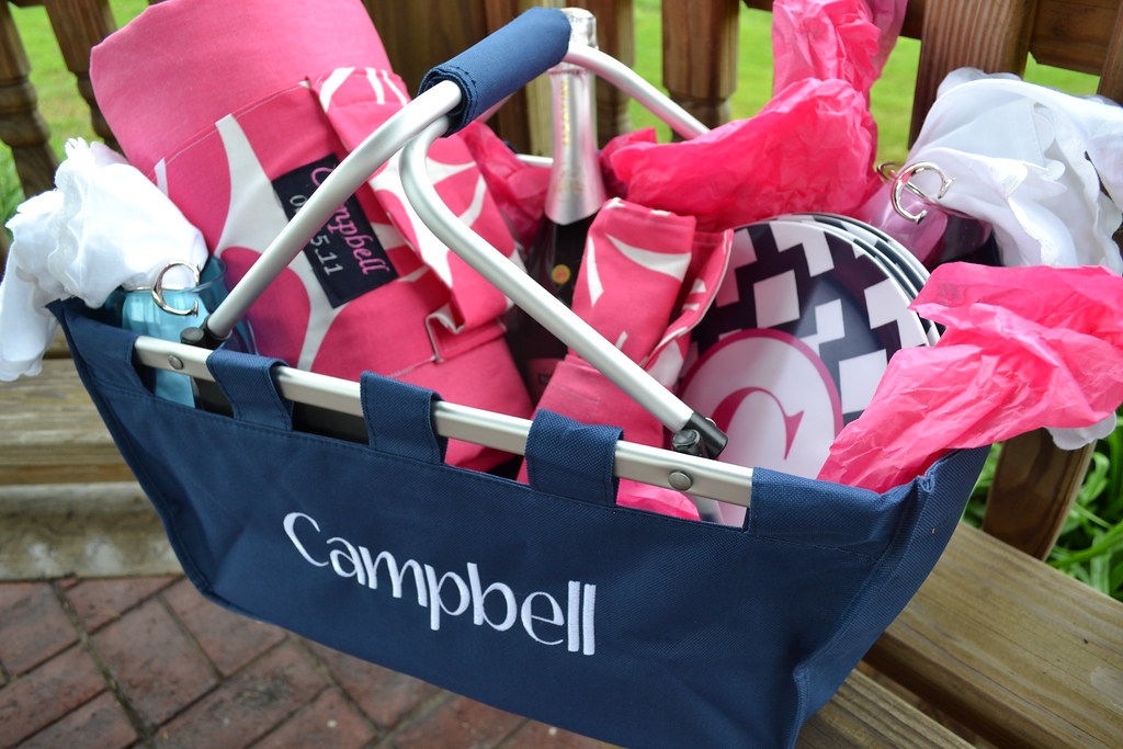 Ideas For A Picnic Basket Gift : The anatomy of a personalized picnic basket and blanket