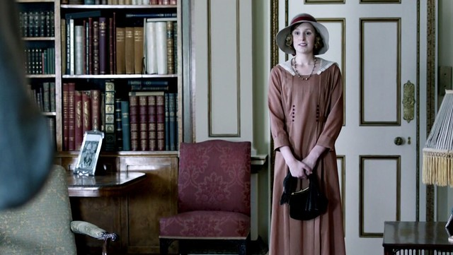 DowntonAbbeyS02E09_Edith_lightbrowndress