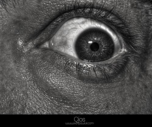 Ojos - pupila by Ivan Pawluk