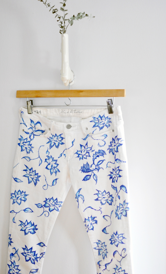 diy floral jeans-white jeans with blue floral pattern