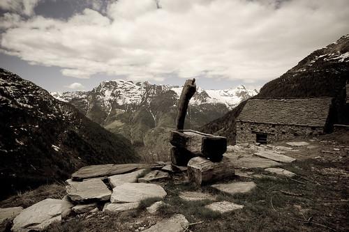 alps landscape schweiz switzerland tessin ticino europe suisse hiking brunnen alpen svizzera wanderung frasco 2014 21mm svizra myswitzerland valverzasca rustici ©toniv leicam9 140517 superelmarm wasserstation valdefra alpedefra l1016312