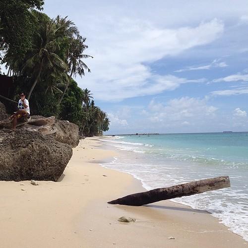 Bergaya di sumur tiga, tapi itu bukan saya :D #sumurtiga #aceh #acehtrip #sabang #beach #pantai