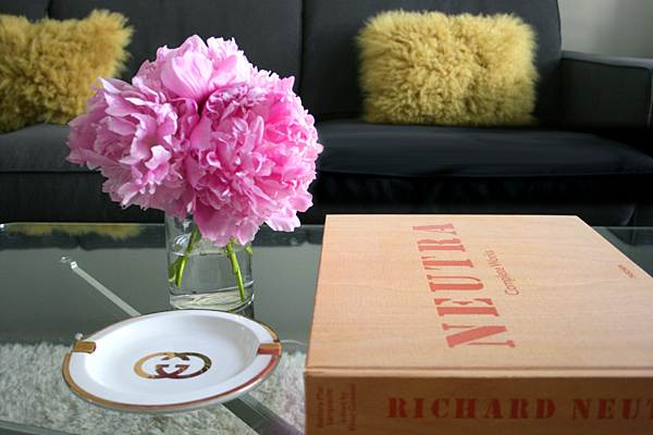 vignette-pink-peonies-coffee-table1