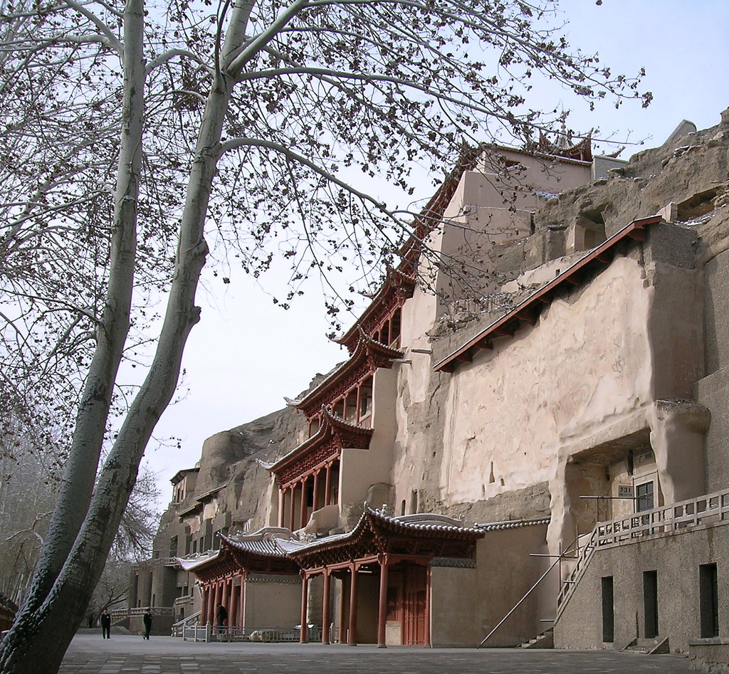 2  Dunhuang China View of Painted Cave Temples (2).jpg