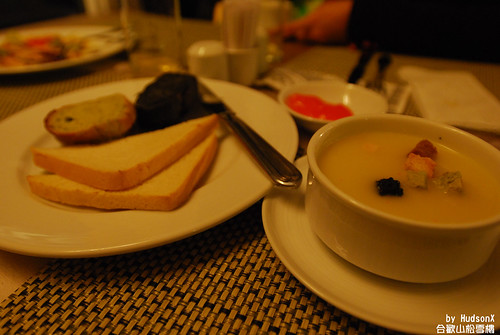 前菜的濃湯+麵包