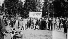 German-Canadian People's Society of Vancouver at May Day celebrations, 1938 / Membres de la Société allemande de Vancouver, à la fête du Premier mai, en 1938