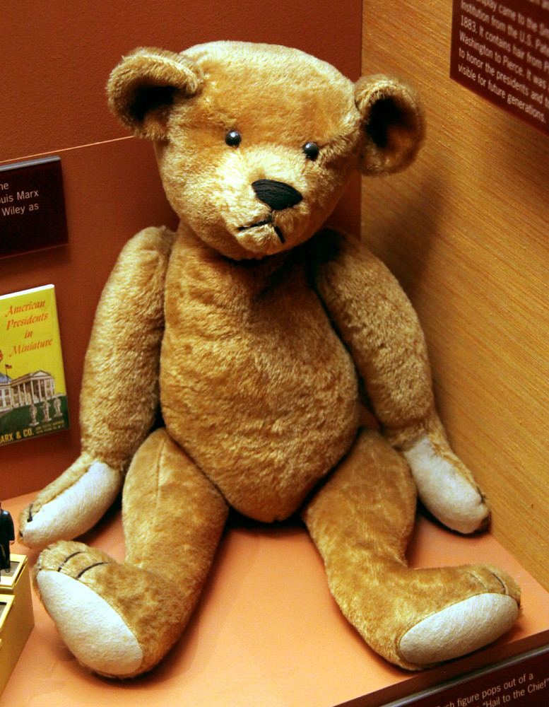 Teddy bear early 1900s - Smithsonian Museum of Natural History - 2012-05-15