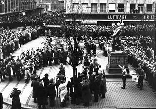 DNSAP's parade ved Den lille Hornblæser på Rådhuspladsen d. 17. november 1940. Paraden afholdtes i forbindelse med DNSAP's forsøg på at overtage magten