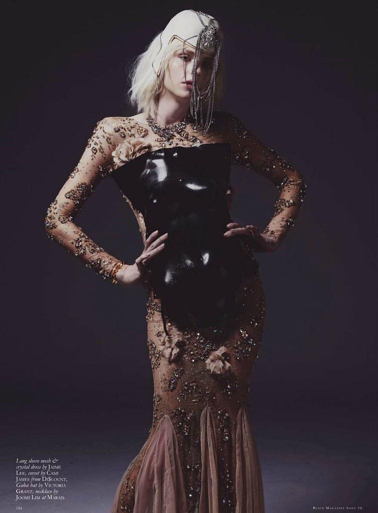 Andrej Pejic0700_Black Magazine 16_Ph Mariah Jelena
