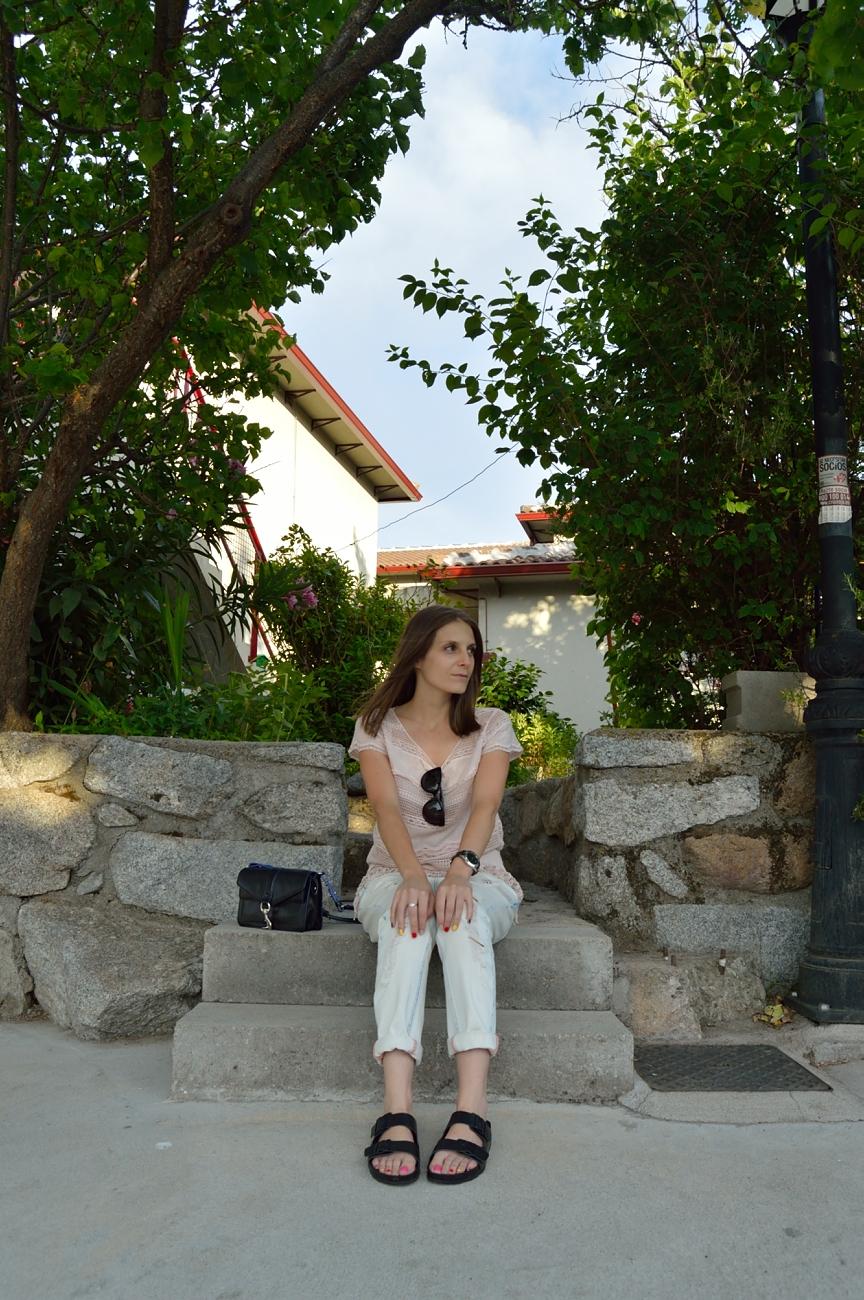 lara-vazquez-madlula-blog-style-black-accessories