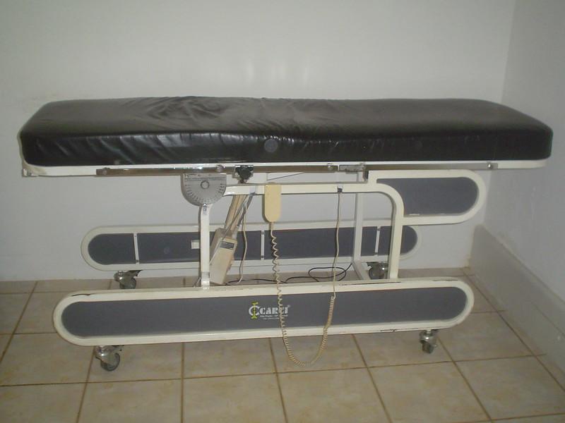 mesa ortostática com banco, ajuda a prevenir ulceras de pressão