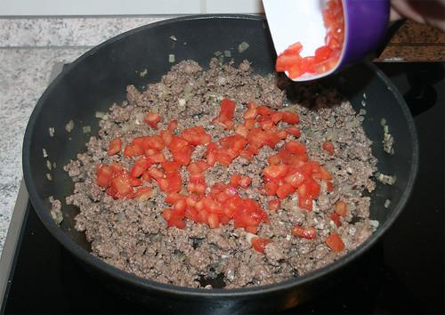 16 - Tomaten hinzu geben / Add tomato dices