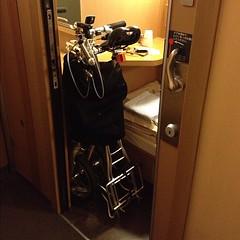 寝台券を取る時に車端で!とお願いしていて取れたこの個室(行きは取れてなかった)は同じBシングルでもチョットゆったり、自転車もヨユー。