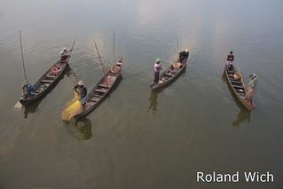 Fishing on Taungthaman Lake 1
