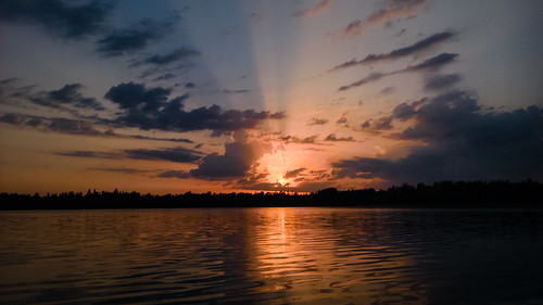 windows sunset sun mobile zeiss espoo finland photography nokia sundown smartphone wp kesä järvi auringonlasku carlzeiss aurinko 1520 uusimaa lumia sotw lippajärvi viherlaakso pureview phablet lumiagraphy lumia1520 puhletti nuumäki