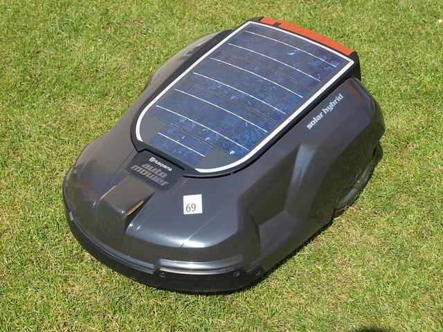 1_Automower_Solar_Hybrid.jpg