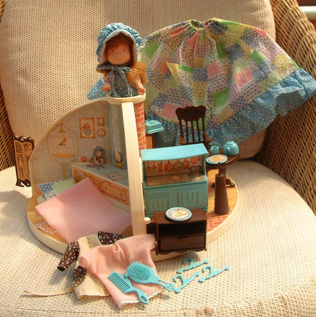 Holly Hobbie Dollhouse - Play ggKids Online Games