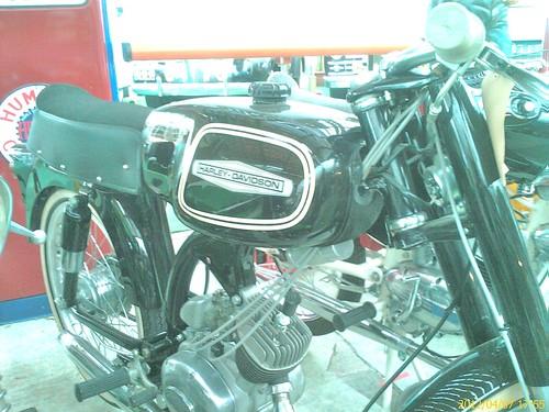 Harley Davidson liet brommers maken in Italië.