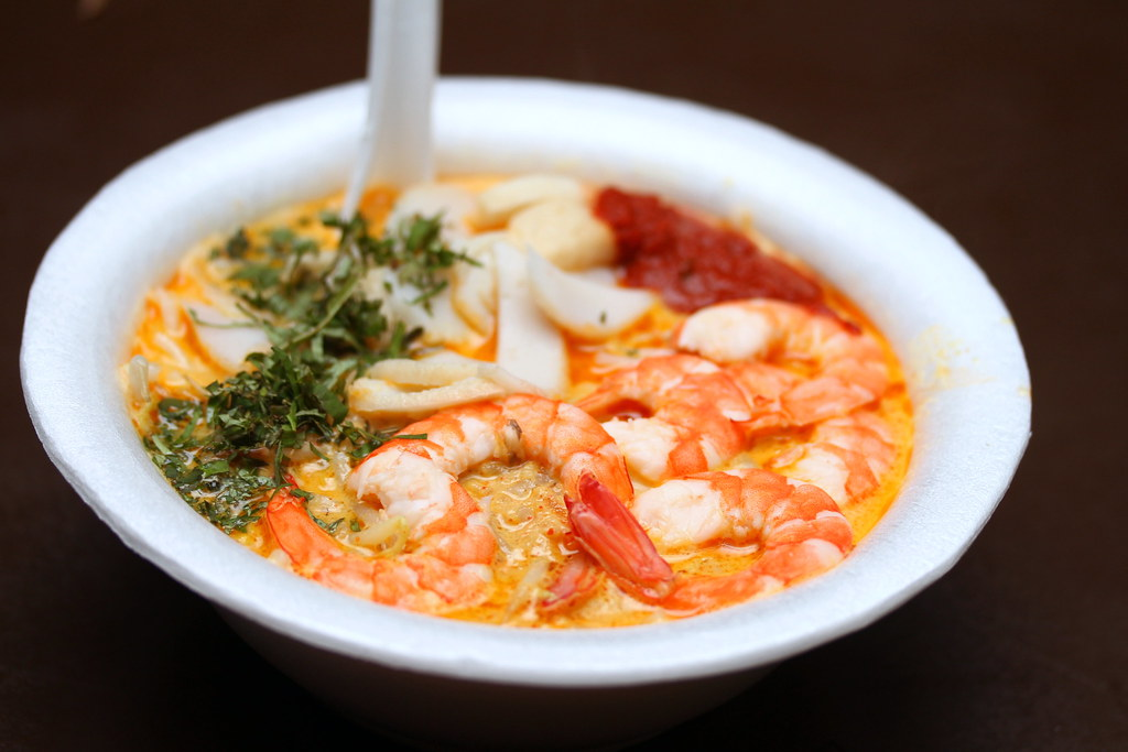 Food Must Try In Singapore: Laksa